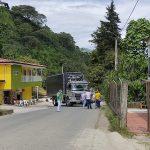 Camioneros levan bloqueo en la vía Aranzazu – Neira