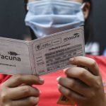 Secretario de Salud de Manizales denuncia que hay personas ofreciendo plata para que les dén carné de vacunación sin haber sido inmunizados